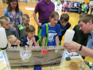 Environmental Science student Thomas Ehlinger explains groundwater movement to Des Moines area students using a groundwater model.